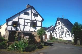 einige Häuser im Ortskern, Foto: Karl Maas Tel: 06592/982950